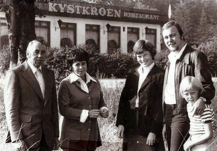 Kystkroen overdrages i  1976 fra Gunhild og Carl Christensen til Åse og Svend Schou. Datteren Tina ejer i dag Malling Kro sammen med Rico Jørgensen. Kystkroen er revet ned, og der er bygget sommerhuse på stedet.