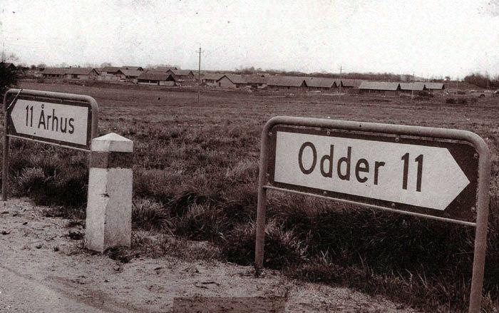 Udsigt over Skoleparken, Beder, maj 1965. Det grønne område foran er senere udbygget med Engdalgårdsvej.